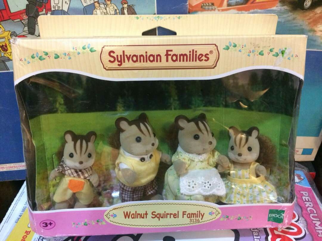 Sylvanian Families Walnut Squirrel Family Mainan Game Di Carousell