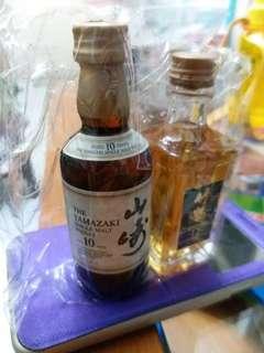 山崎10年威士忌酒辦50ml一支。