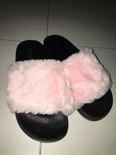 sandal fur soft pink