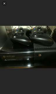 Xbox 360 with 2 controllers, kinect sensor and 3 free games