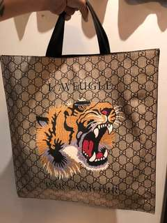 GUCCI tiger bag 25'