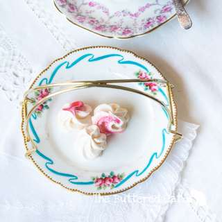 Pretty handled small plate basket for serving sweets and cookies, blue ribbon bow border and hand-coloured roses