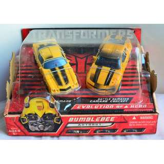 """Transformers Movie 1 Bumblebee """"Evolution of A Hero"""" 2-Pack Deluxe Class"""