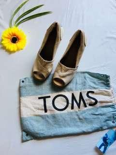 Authentic TOMS
