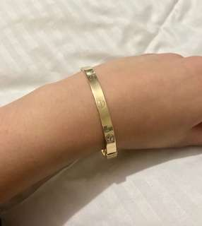Cartier designed 18k gold bangle