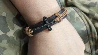 💯 Cross bracelet