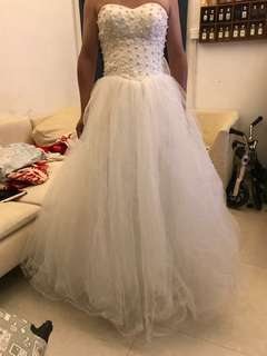 純白色珍珠齊地婚紗
