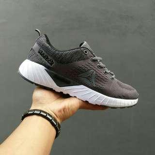 Sepatu rebook Running