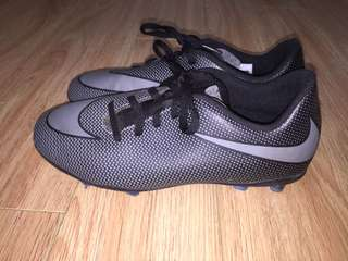 Nike soccer cleats 6Y