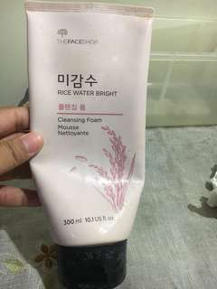 Rice Water Bright Cleansing Foam Mouse From Face Shop, Left:40%. ORIGINAL , Freong Jabodetabek only