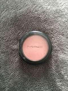 "Mac blush ""well dressed"""
