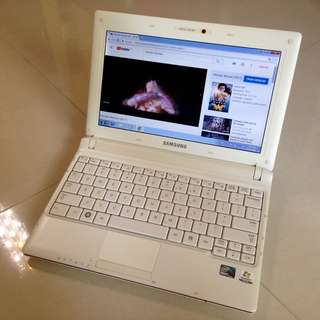 """95% New Pearl White 10.1"""" Samsung 2gb ram 250G HDD Netbook Microsoft Office(Video Chat, Facebook Messenger, Skype, Google Chrome... 3-4 hour battery and charger)要中文版可通知轉回中文交收"""