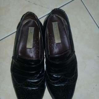 Sepatu casual kulit model trendy