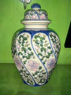 Guci keramik Cina