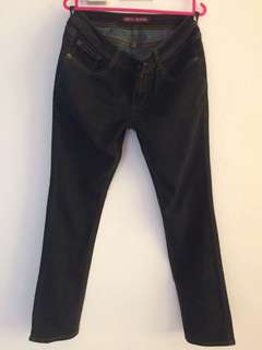 dees jeans size 30