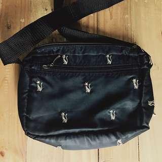 Cat pattern sling bag