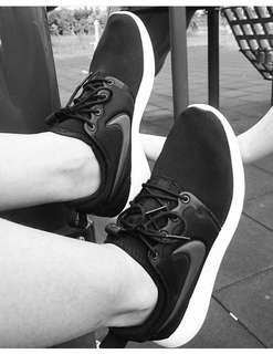🚚 Nike Roshe two