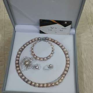 Set pearl jewelry