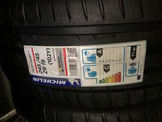 Michelin PS4 245-45ZR19
