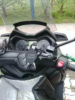 MWUPP Handphone U-clamp Mount installed on Yamaha Xmax 300