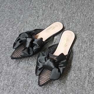 🚚 絲布美型蝴蝶結鏤空洞洞平底拖鞋(黑灰兩色)