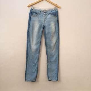 Cache cache jeans size 28-29
