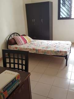 Common Room @ Blk 443 Tampines St 43 for RENT!