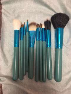 BRAND NEW makeup brush set