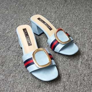 🚚 金屬大扣環寬版繫帶粗跟涼拖鞋(藍黑兩色)