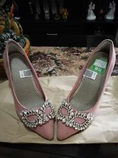 Old rose heels