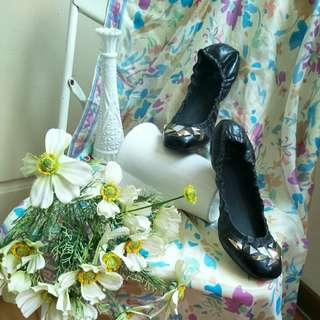 🚚 【tʃiʃi】Dolce Vita鉚釘裝飾黑色圓頭平底鞋.娃娃鞋6號