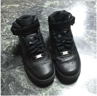 🚚 Nike Air Force 高筒黑色休閒鞋