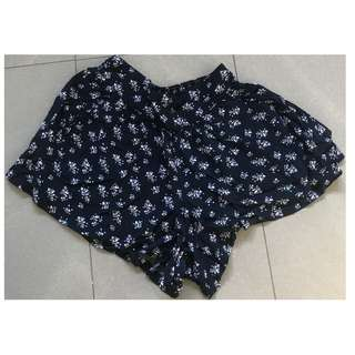 Cotton On Woman's Navy Blue with Floral Print Shorts Size 6 -Excellent Condition