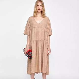 🚚 Europe and the United States wind leisure wild loose V collar sleeve plus dress