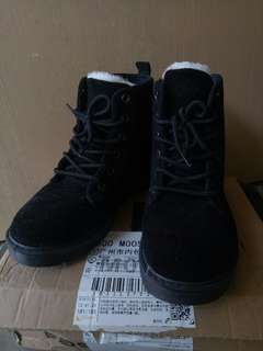 Preloved: Winter Boots for Women, suitable for cold weather.