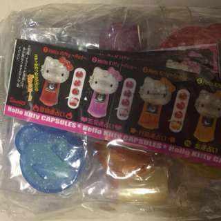 Hello Kitty 扭蛋機扭蛋玩具一套全新