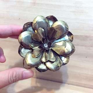 🚚 現貨「復古做舊縷空花朵開口手環」