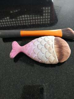 Brush real techniques foundation and brush bentuk ikan