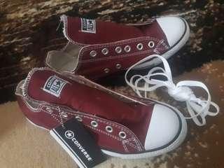 Sepatu sport converse