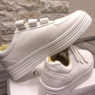 SNEAKERS WHITE/PUTIH UK. 39 WOMEN FASHION - NEW (NEVER USED)