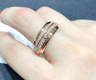 18k白金天然鑽石戒指