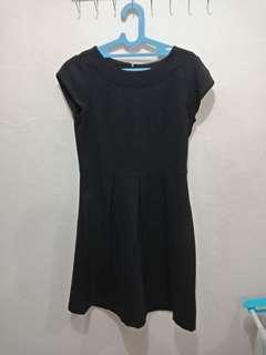 Dress hitam basic