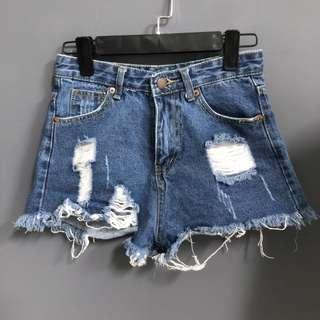 破損牛仔短褲