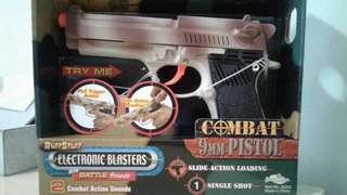 Buzzbee Beretta M9, 1:1 electronic toy pistol
