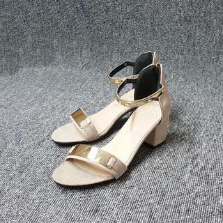 🚚 韓風銅片繞踝絨面小高度跟鞋(米黑兩色)
