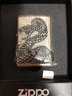 [清屋]出售韓國版大蛇立體花紋zippo火機一個、即日交收$788!一減再減