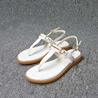 🚚 夏日女神必備細金飾夾腳平底涼鞋(黑白兩色)