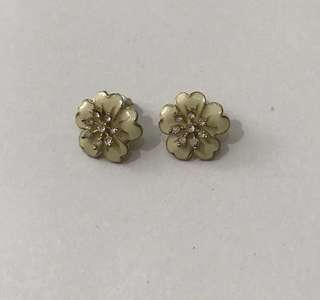 Glow Flower Earring