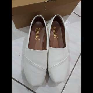 百搭白色懶人鞋
