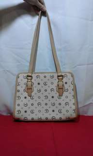 Carry Land- off white with beige linning and handle